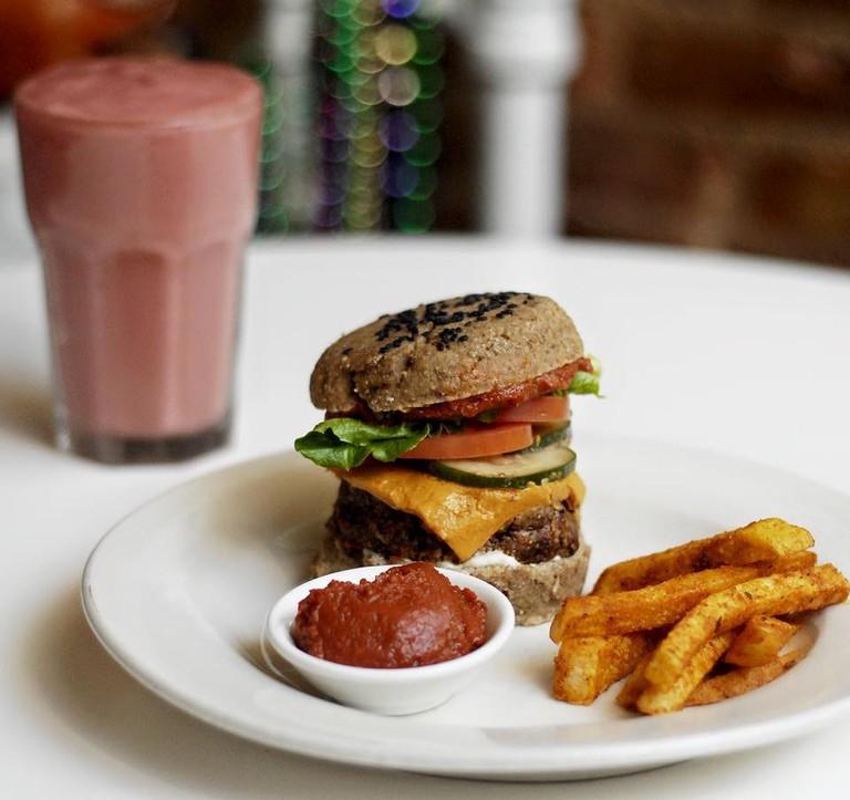 The cheezburger with Cajun jicama fries