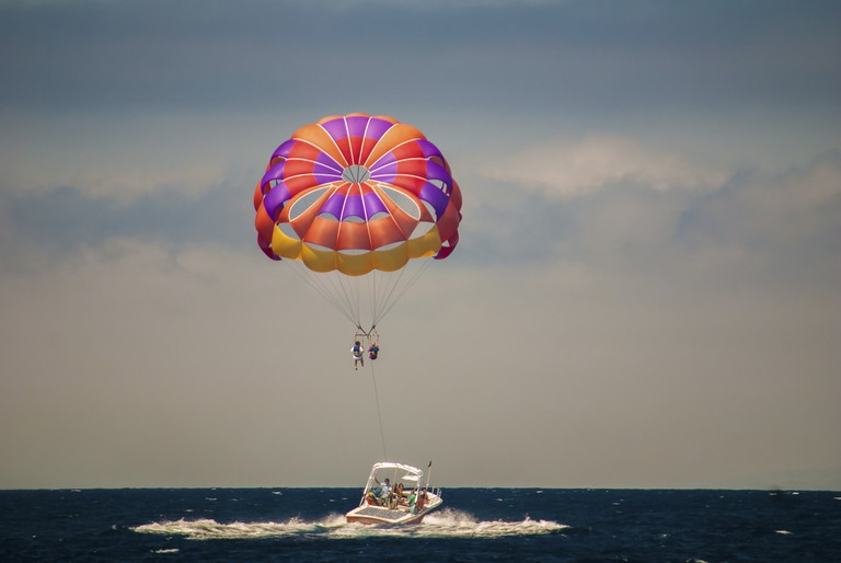 Relax in to parasailing | © Kenneth Hagemeyer