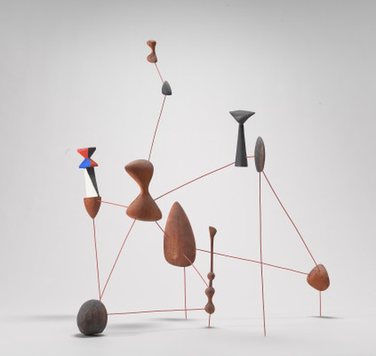 © 2000 Estate of Alexander Calder / Artists Rights Society, New York