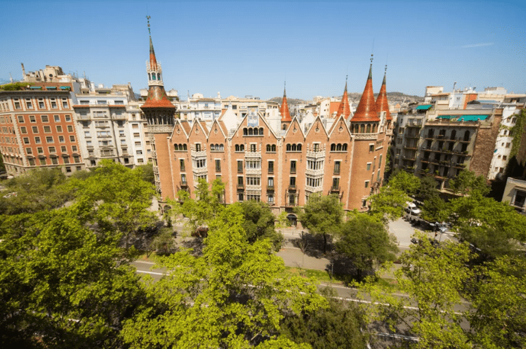 Having just opened to the public in 2016 for the first time in 100 years, Casa de les Punxes is an important emblem of the city