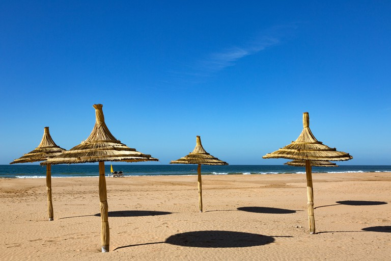 Walk along the ocean © Jacques VANNI / Shutterstock