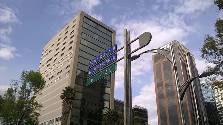 Zona Rosa road sign | © José Miguel S/Flickr