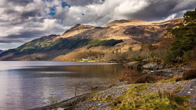 Loch Lomond & Ben Lomond   © Neil Williamson/Flickr