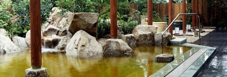 Toshimaen Niwa no Yu was designed by architect Kenzo Kosugi
