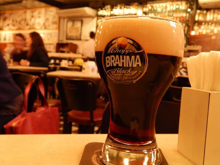 Cold beer in Vila Madalena botecos © Thamy Cavassani /Flickr