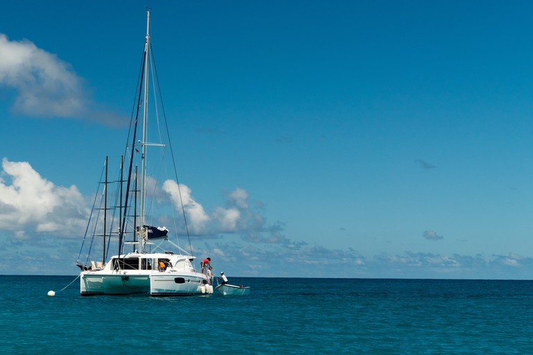 Take a boat trip together around the inner islands.   ©so seychelles/flickr