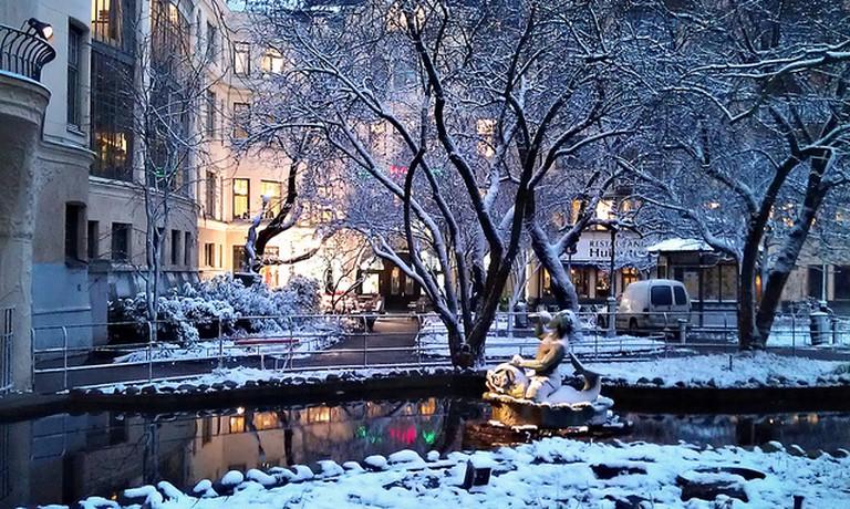 Parken (Centralbadsparken) utanför Centralbadet, Stockholm | ©Helen Simonsson/Flickr