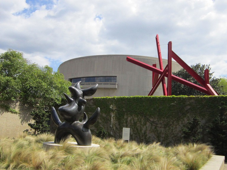 Step away from the crowds on the Mall and enjoy the solitude of the Hirshhorn Sculpture Garden / © Selena N.B.H/Flickr