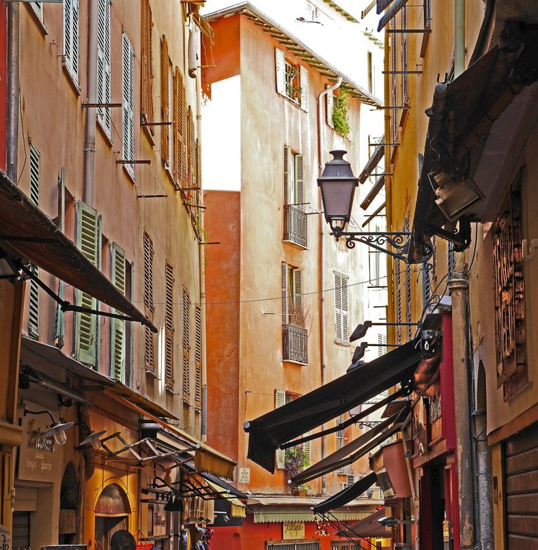 Nice's old town is the place to wander the streets, look at the shops and have a little something to eat | © hpgruesen/pixabay
