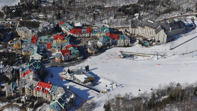 Step straight off the slopes into La Forge © Station Mont Tremblant / Flickr