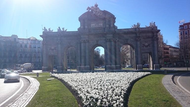 Puerta de Alcalá on a sunny day   © Lori Zaino