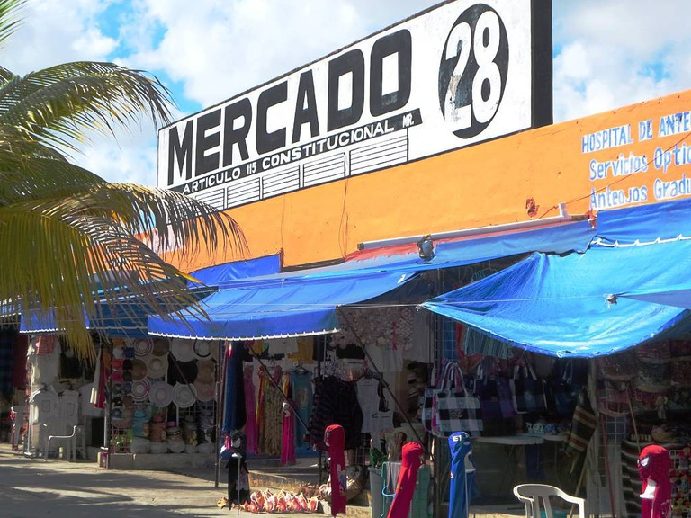 The largest souvenir market in Cancun Centro | © David Stanley/Flickr