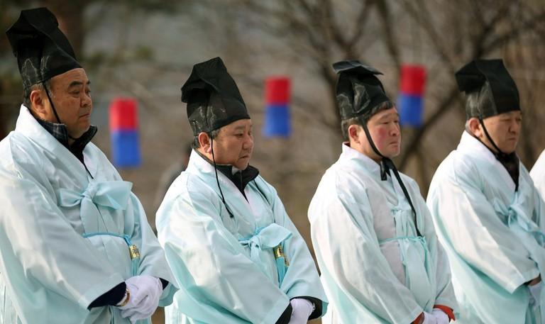 A ritual for a mountain spirit at Inwangsan | © KoreaNet / Flickr