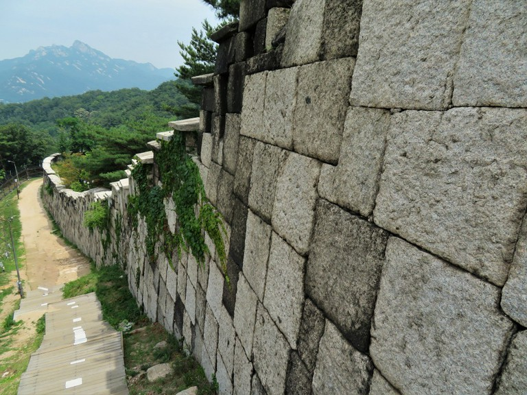 Hanyang Doseong, the Seoul City Wall © Kyle Magnuson / Flickr