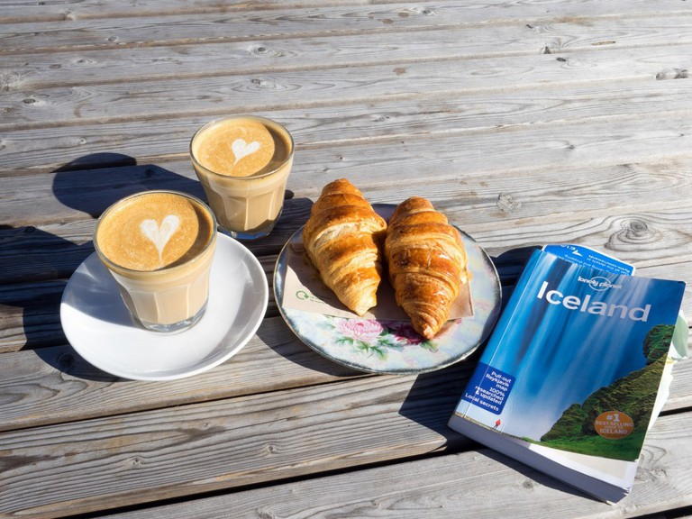 Coffee and a book cant go wrong   © Les Williams - Flickr