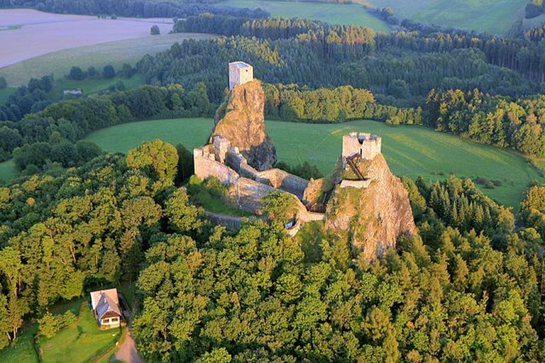 Aerial view of Trosky Castle / ©Zdeněk Fiedler / Wikimedia Commons