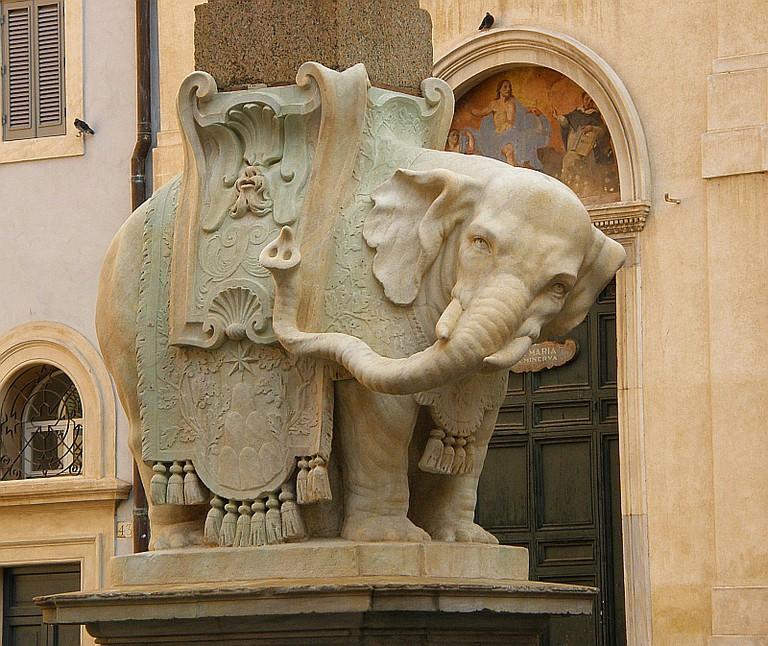 Elephant in front of Santa Maria Sopra Minerva © ndrwfgg/Flickr