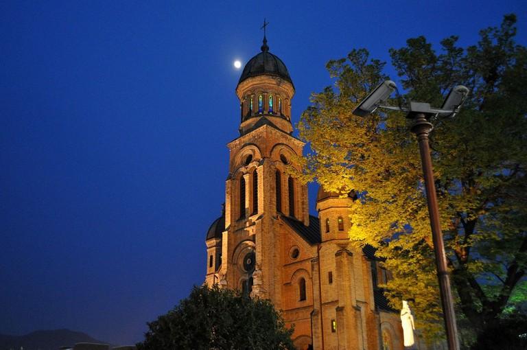 Night view of Jeondong Catholic Cathedral | © Tmannya