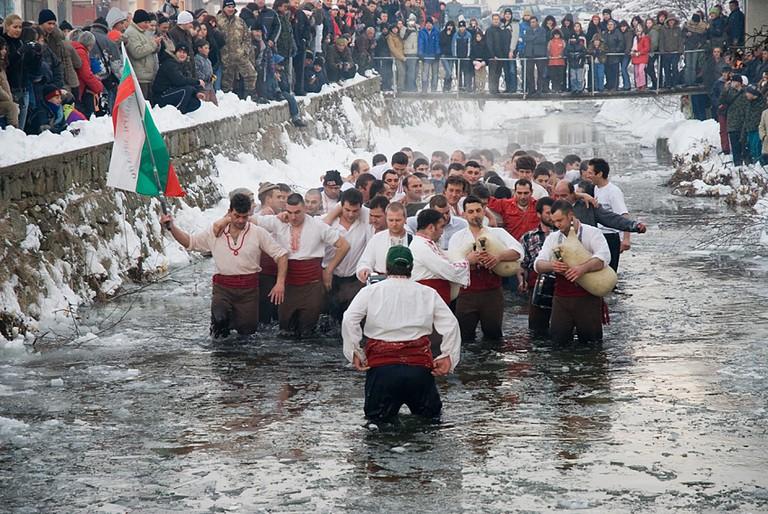 The ice dance in Kalofer, Bulgaria I © Balkanregion/Wikimedia