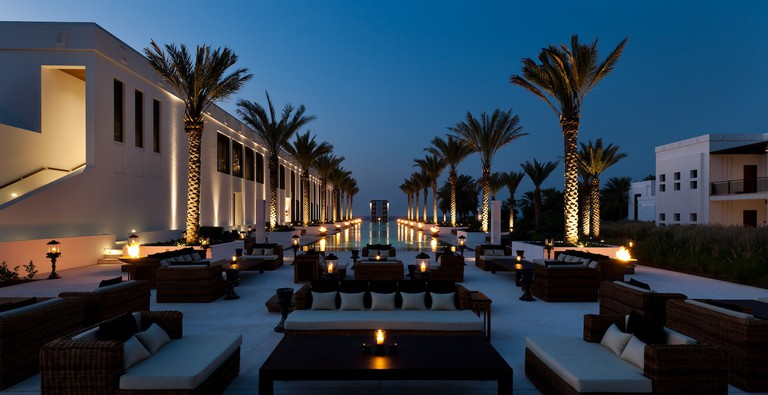 Dining at The Long Pool at The Chedi, Muscat   © The Chedi Muscat
