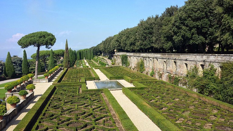 Giardini del Belvedere at the Papal Palace | © Gugganij/Wikicommons