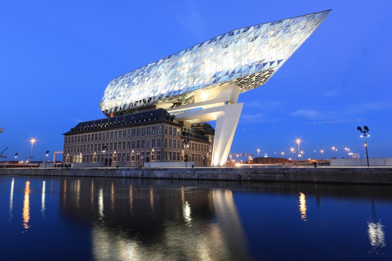 Antwerp's 'Havenhuis', or Port Authority Headquarters | pulic domain / Pixabay