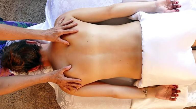 Massage | © Hamza Butt / Flickr