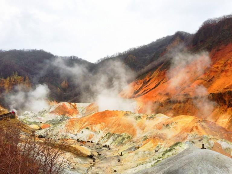 (Noboribetsu Onsen Hell Valley   ©メルビル / Wikimedia Commons