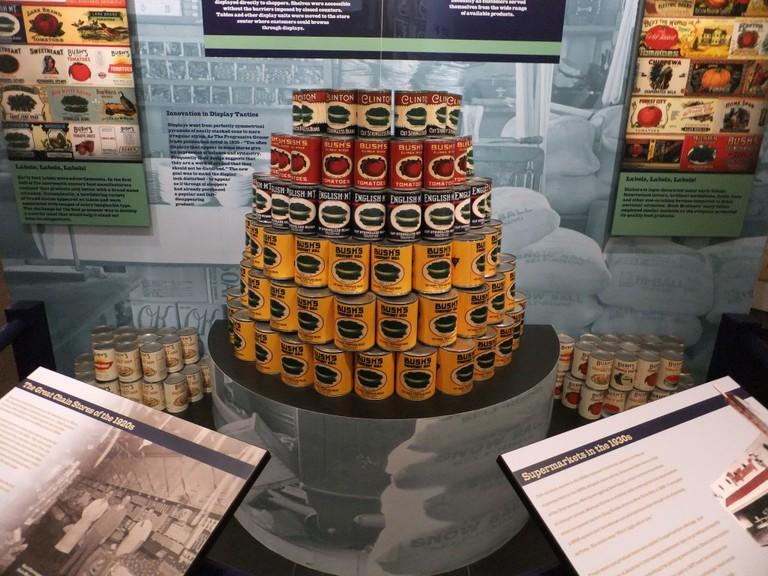 Bush's Beans Factory / (c) robertstinnett / Flickr