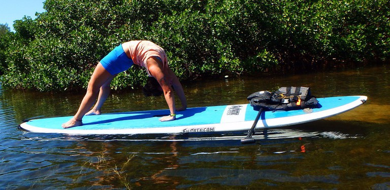 Stand-up paddle board yoga   © SURFit / Flickr