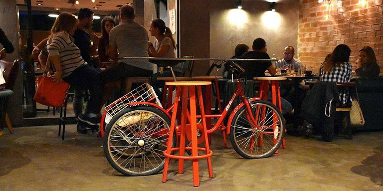 Flamme Rouge cycle cafe bar, ΓΚΑΖΙ