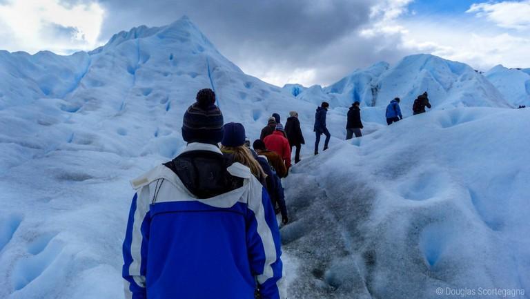 Hiking the glacier |© Douglas Scortegagna/Flickr