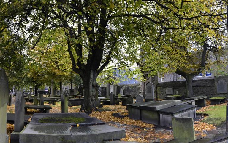 St. Nicholas Kirk and Graveyard | © Stu Smith/Flickr