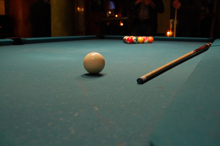 Play pool at 1920