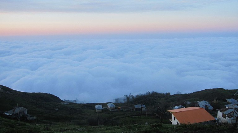 Life exists above the clouds in Filband   © shahram_emile / Wikimedia Commons