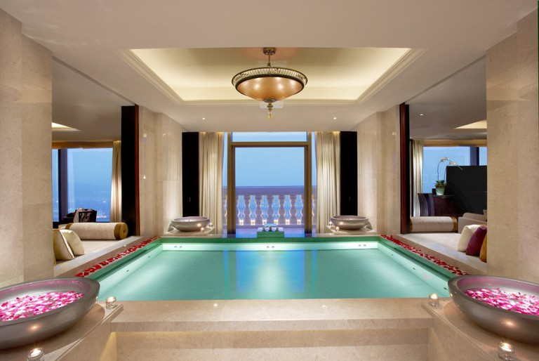 In-room relaxation pool | courtesy of Banyan Tree Macau