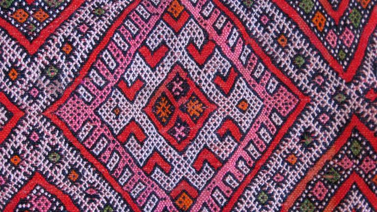 Bright colours of a Berber carpet | © 16:9clue / Flickr
