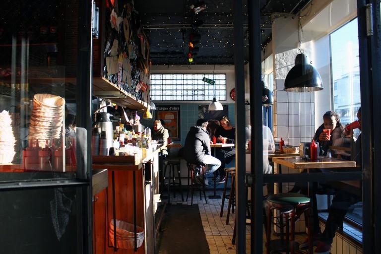 Tommi's burger joint   © Aliki Seferou