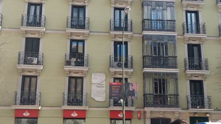 The plaque on the building where Garcia Lorca once lived in the 1930s | © Lori Zaino