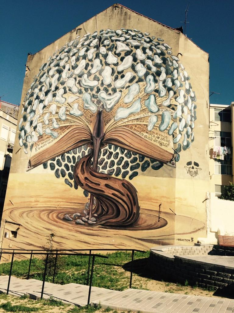 Street art in Graca © Nina Santos