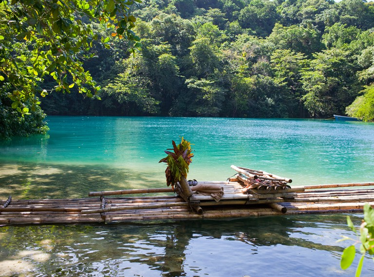 Raft on the bank of the Blue lagoon, Jamaica | © KKulikov/Shutterstock