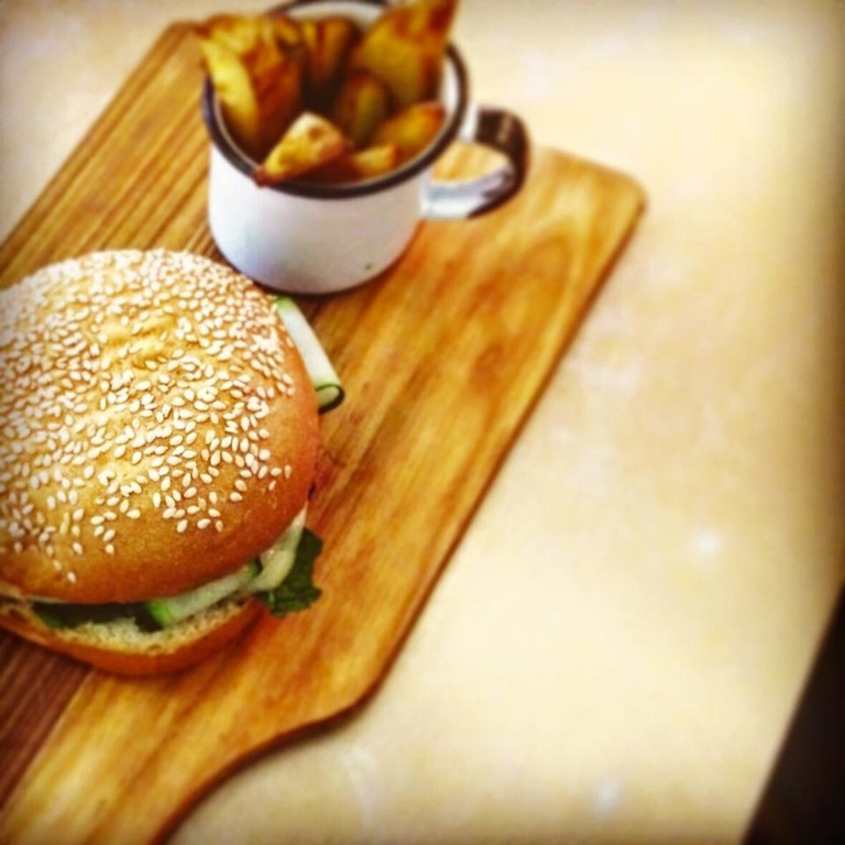 Kraft burger and fries |© Kraft Cafe