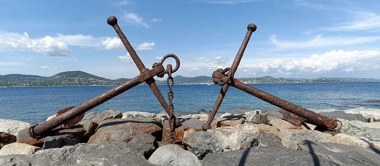 Anchors close to the nearby Tour du Portalet in Saint Tropez | © François de Dijon/WikiCommons