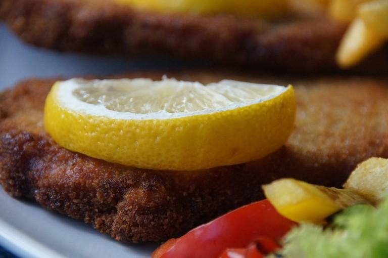 Wiener schnitzel with lemon