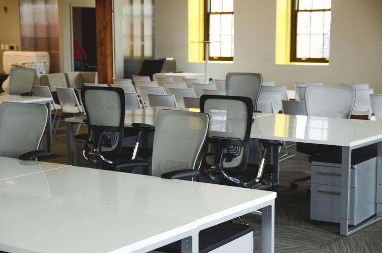Coworking desks   © pexels https://www.pexels.com/photo/office-workspace-coworking-desks-7071/