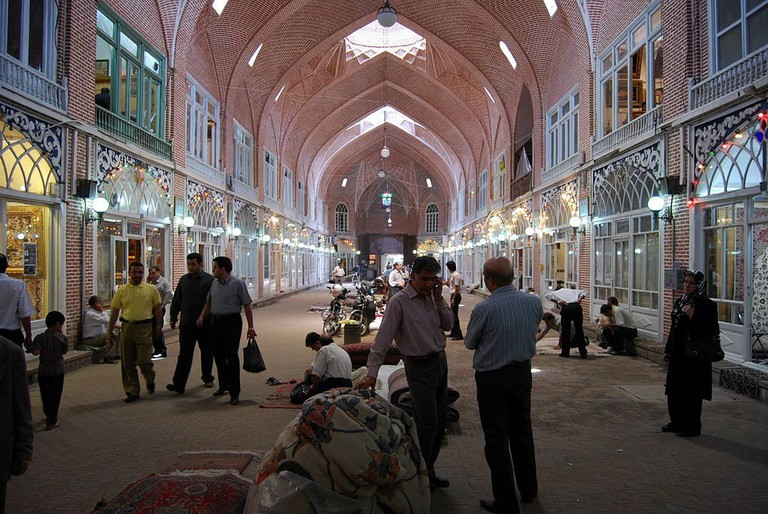 The carpet section is one of the most exciting parts of the bazaar in Tabriz | © Vathlu / Wikimedia Commons