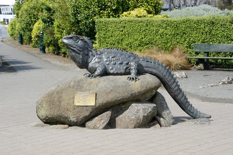 Tuatara Statue Outside the Southland Museum | © ItravelNZ/Flickr