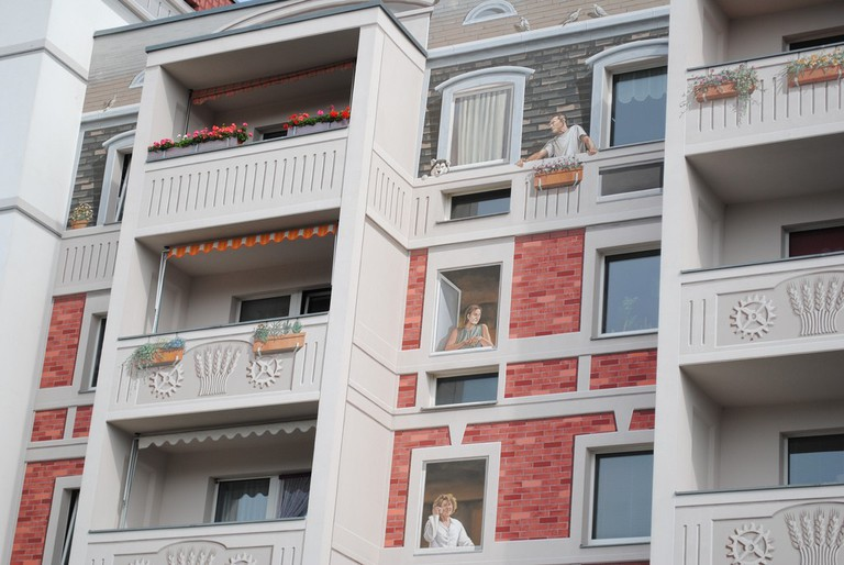 The realistic murals covering the old block apartment | © Oh-Berlin.com/Flickr