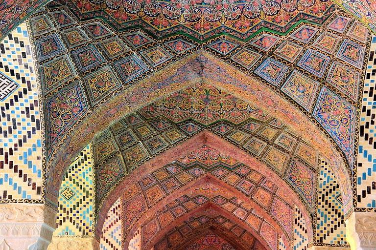 Pink tiles of Nasi ol-Molk Mosque | © Joan Simon from Barcelona, España / Wikimedia Commons