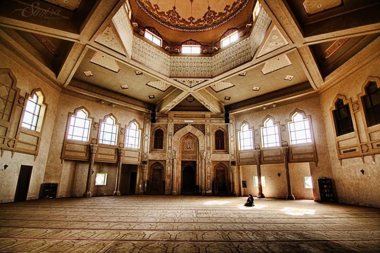 Al-Farooq Masjid Interior - Atlanta, Georgia | © Sunira Stone